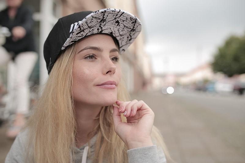 Portraifotografie-Das-Geheimnis-des-Lichts-Videokurs-miloupd-Ulli-mit-Cap-Street-Out-of-Cam