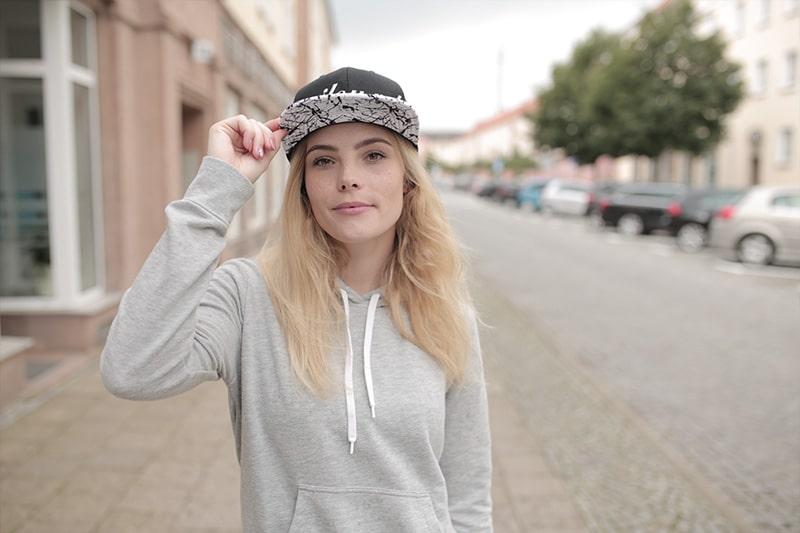 Portraifotografie-Das-Geheimnis-des-Lichts-Videokurs-miloupd-Streetfotografie-Ulli-ot-of-cam